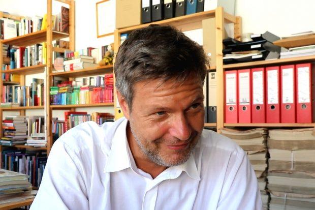"""Robert Habeck ist am 8. Mai 2019 in der """"Schiller-Akademie"""" zu gast. (Hier beim Interview 2018 in der L-IZ-Redaktion). Foto: Michael Freitag"""