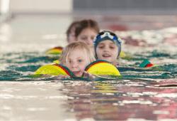 Kinderschwimmlernkurs. Quelle: Sportbad Markkleeberg