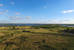 Der NABU Sachsen lädt ein, das Vogelschutzgebiet am Grabschützer (rechts) und Werbeliner See nördlich von Leipzig am 5. Mai gemeinsam zu erkunden. Foto: Arne Weiß und Jan Bäss, 360bit.com