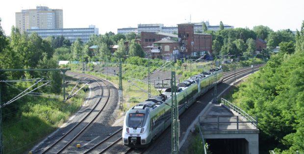 Blick zum Gleisdreieck zwischen den S-Bahn-Gleisen. Foto: Ralf Julke