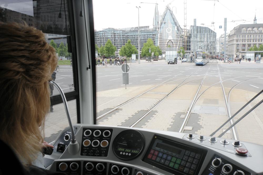 Blick aus dem Cockpit einer Leipziger Straßenbahn. Foto: Marko Hofmann