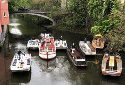 Neun Fahrgastboote im Kulturhafen am Karl-Heine-Kanal. Foto: Wasser-Stadt-Leipzig e.V.