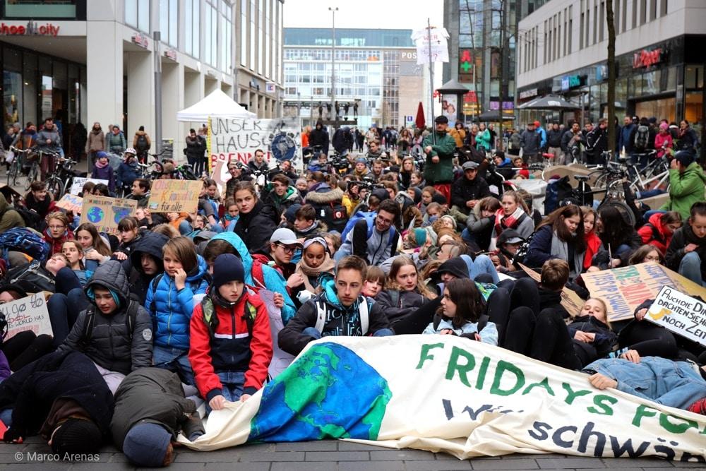 Fridays for Future am 12. April in der Grimmaischen Straße mit einer Demo-Aktion. Foto: Marco Arenas