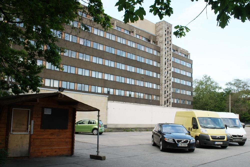 Der alte Stasi-Neubau auf dem Areal des Matthäikirchhofs. Foto: Ralf Julke