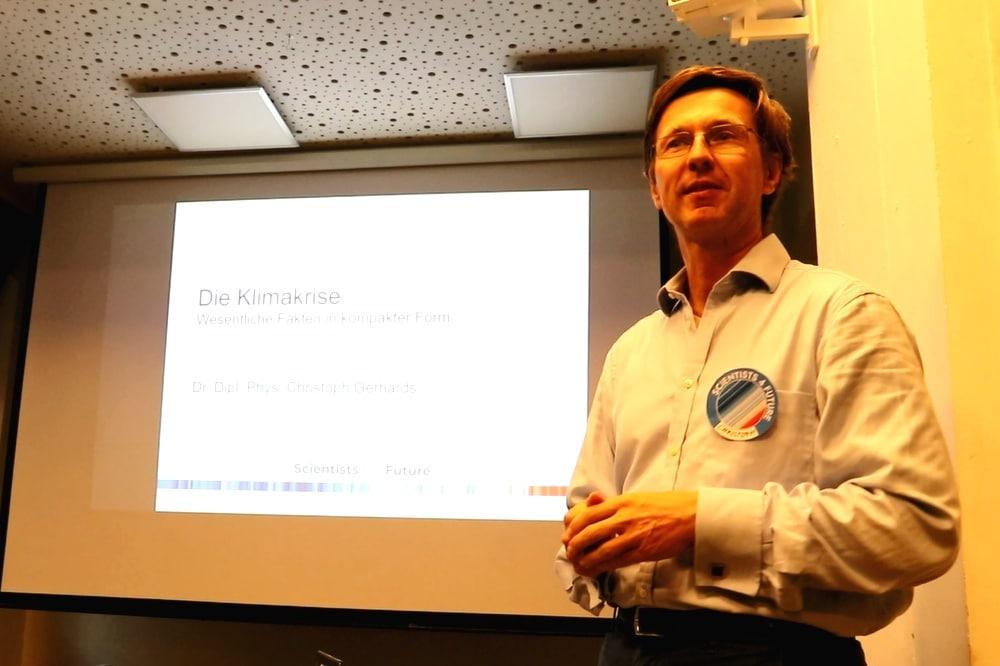 """Der Physiker und """"Scientist for Future"""" Dr. Christoph Gerhards erklärte am 20. Mai 2019, wann es kippt. Foto: L-IZ.de"""