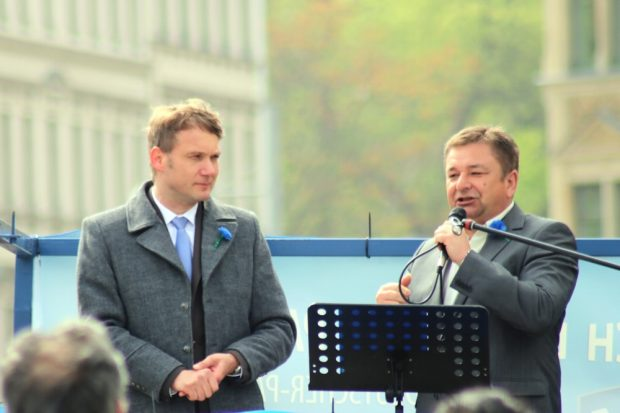 André Poggenburg und der ehemalige AfD-Kreischef Sächsische Schweiz Egbert Ehmer auf dem Simsonplatz in Leipzig. Foto: L-IZ.de