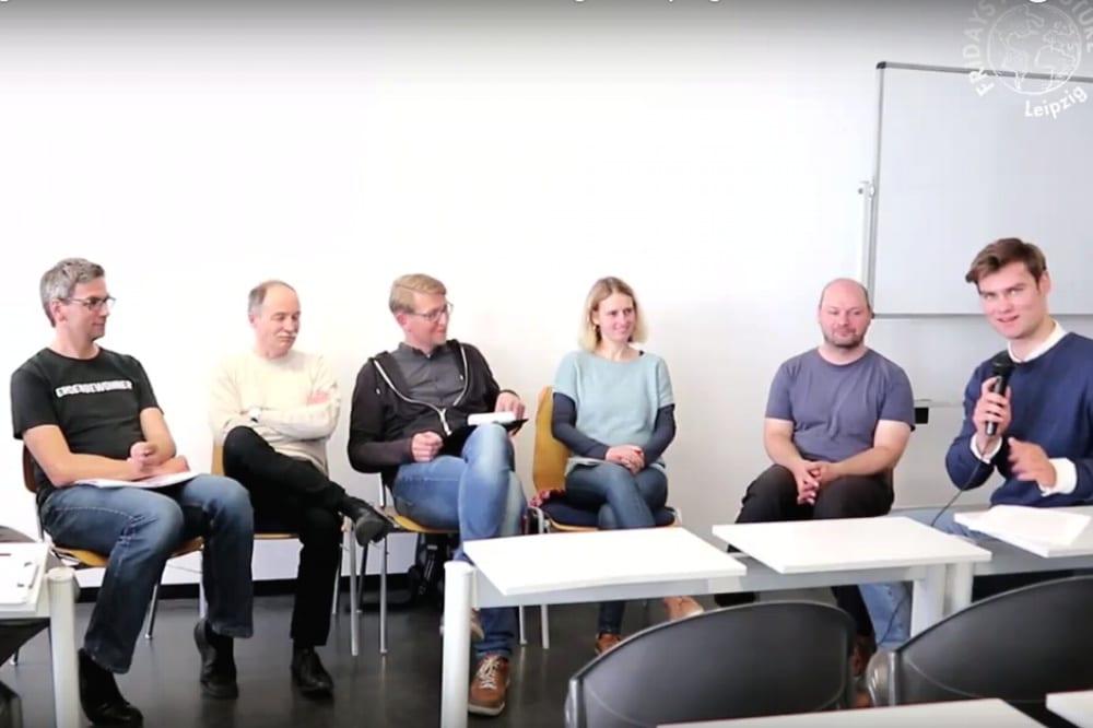 Die Debatte im Video. vlnr. Volker Holzendorf (Grüne) Sven Morlok (FDP) Benjamin Jones (SPD, Scientists for Future) Franziska Riekewald (Die Linke, Parents for Future) Alexander John (ADFC Leipzig) Sascha Kodytek (Moderation). Bild: Videoscreen