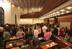 Gewimmel während der ersten Zahlen am 26. Mai im Ratssaal. Nun stehen die neuen Stadträte in Leipzig fest. Foto: L-IZ.de
