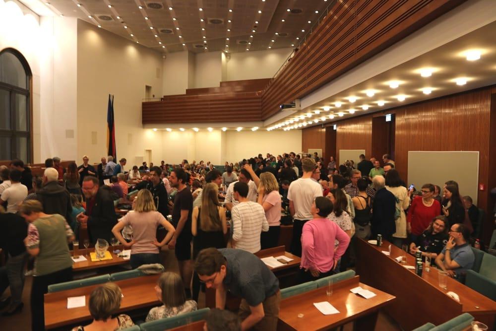 Während der ersten Zahlen am 26. Mai im Ratssaal. Nun stehen die neuen Stadträte in Leipzig fest. Foto: L-IZ.de