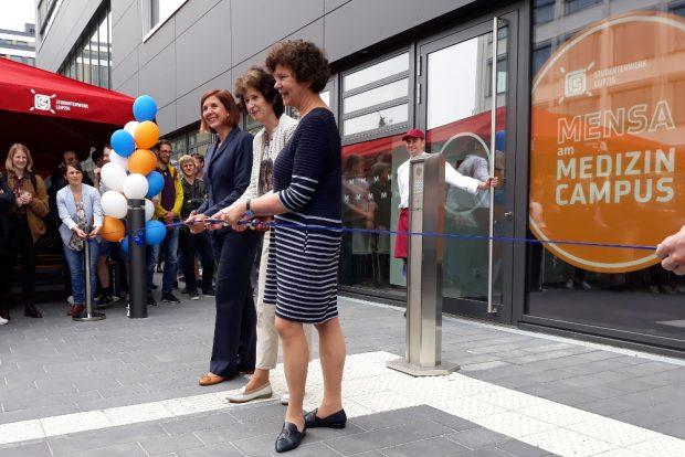 Diekhof, Stange und Schücking (v.l.n.r.) bei der Eröffnung der Mensa. Foto: René Loch