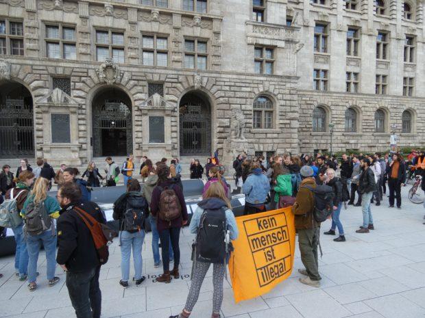 Abschlusskundgebung am Alten Rathaus. Foto: Lucas Böhme