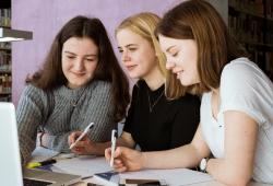 Mehr Mädchen für MINT-Fächer zu begeistern - das ist das Ziel verschiedener Förderprogramme an Hochschulen. Quelle Lara Müller/HTWK Leipzig