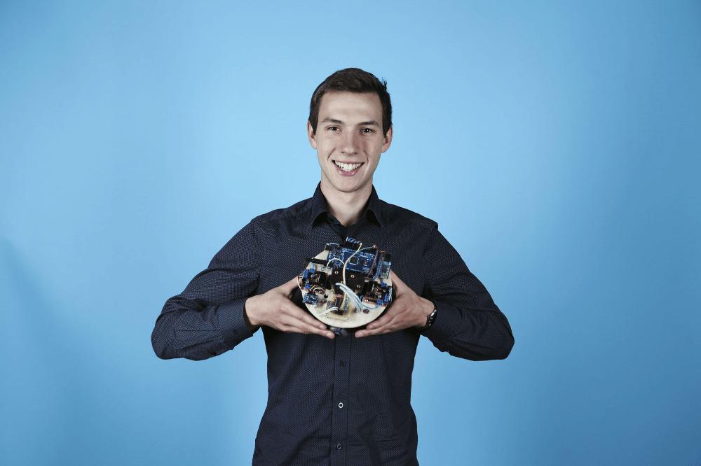 Konstruierte einen agilen Spezialroboter: Vincent Voigtländer (19) aus Dresden. Quelle: Stiftung Jugend forscht e. V.