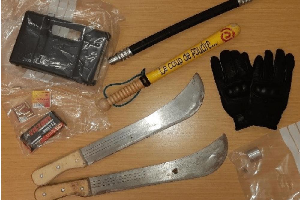 Sichergestellte Waffen und Beweismittel. Bild: Bundespolizei