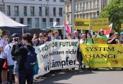 Auftaktkundgebung auf dem Wilhelm-Leuschner-Platz. Foto: L-IZ.de