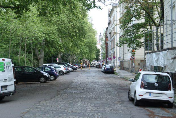 Der Floßplatz direkt vor der Petrischule. Foto: Ralf Julke