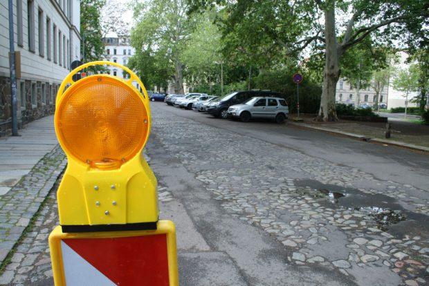 """Der Floßplatz vor der """"Schule am Floßplatz"""". Foto: Ralf Julke"""