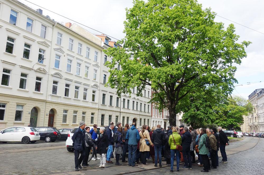 Spaziergang für Entdecker mit Halt am Gohliser Anger. Foto: Uta Bettzieche