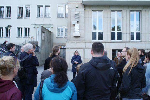 Einweihung der Skulptur am 13. Mai mit Dr. Skadi Jennicke. Foto: Ralf Julke