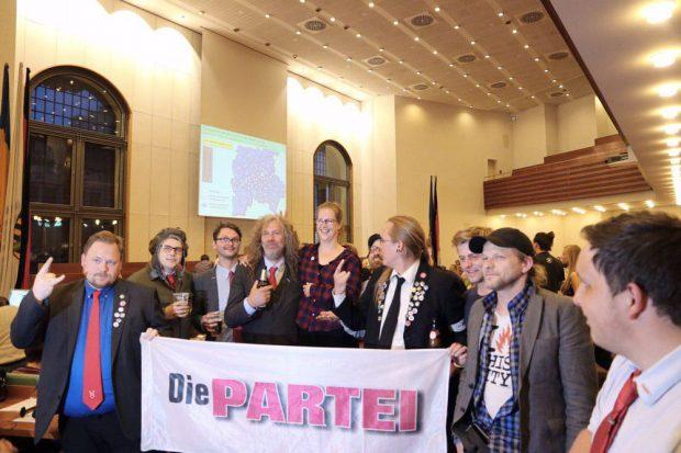 Kurz vor der Machtübernahme. Die PARTEI holt mindestens 2 Mandate im Stadtrat Leipzig. Foto: L-IZ.de