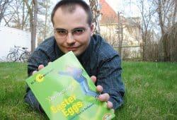 "René Meyer mit dem Sonderband ""Eastereggs"". Archivfoto: Ralf Julke"