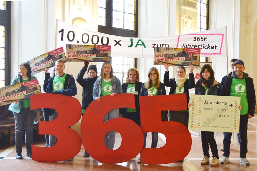 Aktion des Ökolöwen im Neuen Rathaus. Foto: Ökolöwe