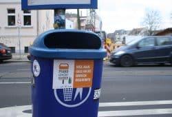 Auch Pfandflaschen gehören nicht in den Abfall. Foto: Ralf Julke