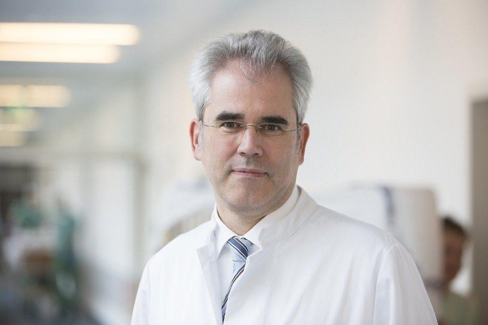 UKL-Klinikdirektor Prof. Ulrich Laufs präsentierte die Ergebnisse der PHARM-CHF-Studie auf dem Europäischen Herzinsuffizienz-Kongress in Athen. Foto: Stefan Straube / UKL