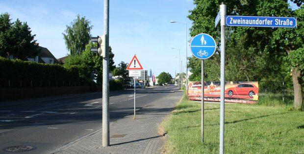 Die Sommerfelder Straße in Mölkau am Wochenende. Foto: Ralf Julke