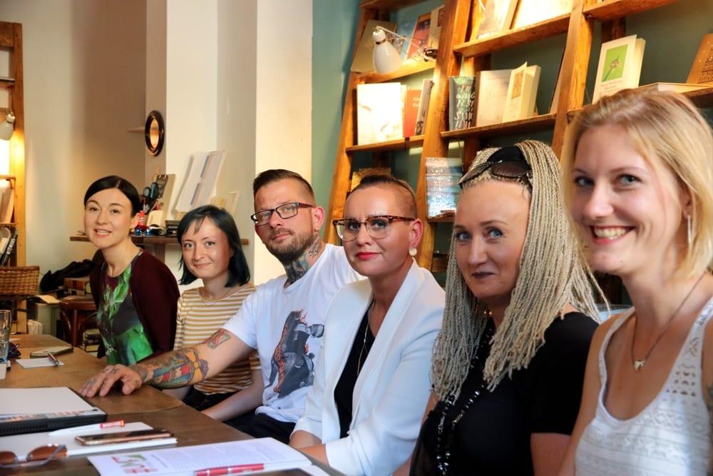 Ganz gleich, was am 1. September 2019 geschieht: Sie werden umkrempeln, wohl aber erst später. Paula Piechotta (Grüne), Anne Kämmerer (Grüne), René Jalaß (Linke), Luise Neuhaus-Wartenberg (Linke), Irena Rudolph-Kokot (SPD) und Sophie Koch (SPD). Foto: L-IZ.de