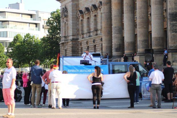 21, 22 oder gar 27 bei der ADPM, war das Rätsel am 5. Juni auf dem Simsonplatz. Foto: L-IZ.de
