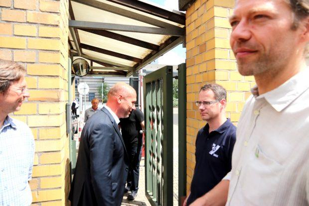 LVV-Geschäftsführer Karsten Rogall kam zu einem Plausch vor die Tür (siehe Video). Foto: L-IZ.de