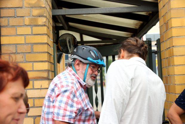Reiner Engelmann (Linke) wurde vor der Sitzung nochmal befragt. Foto: L-IZ.de