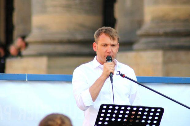 André Poggenburg mal ohne Kornblume und mit dem Wunsch, endlich nach Connewitz zu dürfen. Foto: L-IZ.de