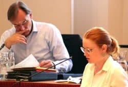 Annegret Janssen vom Jugendparlament Leipzig und Burkhard Jung beim kurzen Grübeln. Foto L-IZ.de