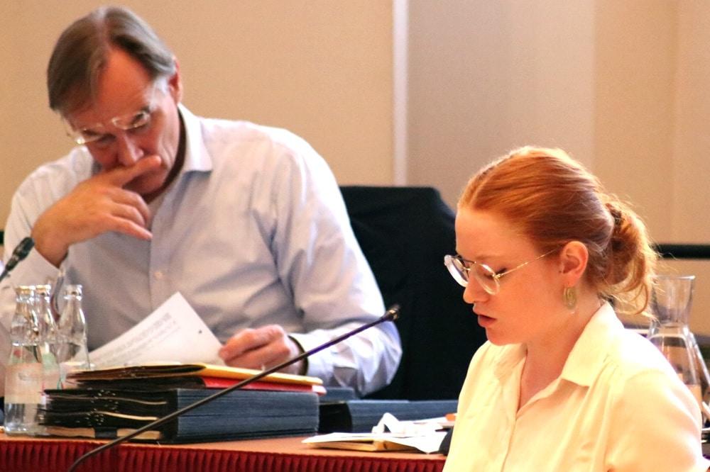 Annegret Janssen vom Jugendparlament Leipzig bei einer Rede im Leipziger Stadtrat. Foto L-IZ.de