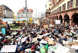 Genug geredet heißt das Signal von Fridays for Future auch in Leipzig. Die Jugendlichen sind mit der Analyse fertig und kämpfen. Am 21. und 22. dann in Aachen. Foto: Michael Freitag