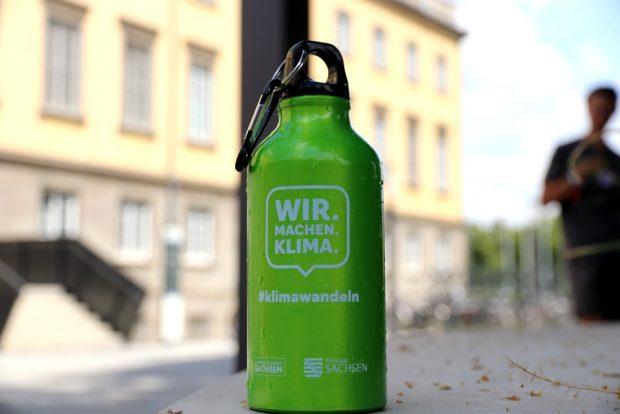 Grün mit Plasteverschluss und Made in China - die Flaschen auf der Klimakonferenz. Foto: L-IZ.de