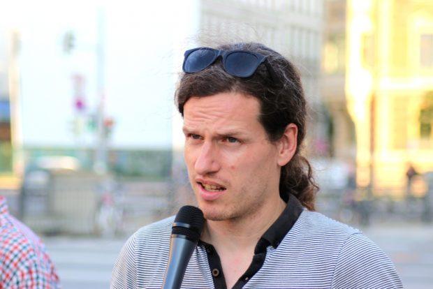 Jürgen Kasek B90/Die Grünen) sprach bei der Gegendemonstration (siehe Video). Foto: L-IZ.de