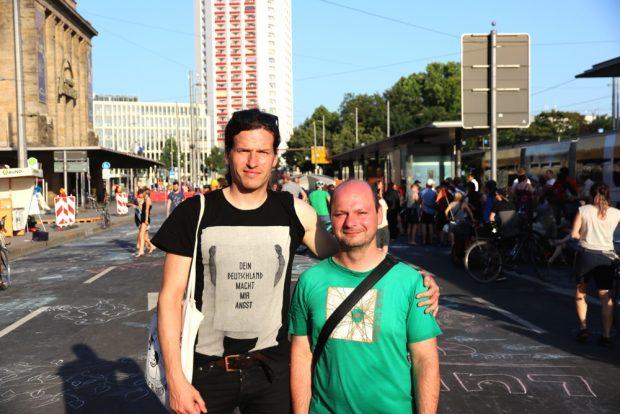 Rechtsanwalt (und bald Stadtrat, Grüne) Jürgen Kasek hatte die 3 Stunden Vollsperrung juristisch erfochten und Alexander John (ADFC) 48 Stunden mit der Orga zu tun. Foto: L-IZ.de