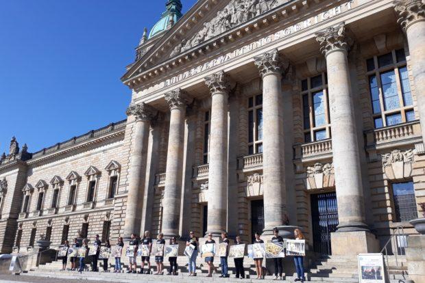 Protest gegen das Kükentöten vor dem Bundesverwaltungsgericht. Foto: René Loch