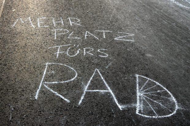 Mehr Platz fürs Rad - angesichts steigender Radler- und sinkender Autozahlen ... Foto: L-IZ.de