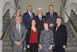 Mitglieder des Sächsischen Normenkontrollrates mit Vertretern des Nationalen Normenkontrollrates vor einer Sitzung in Dresden. Quelle: SMJus