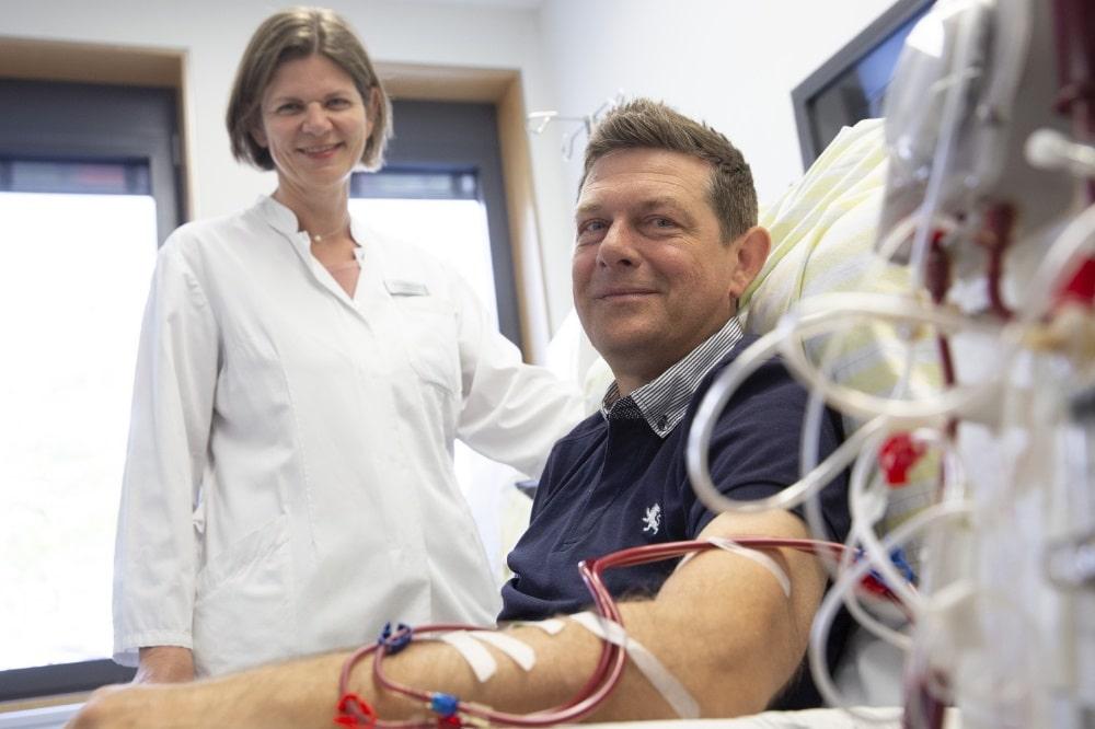 Stefan Breidung wartet seit drei Jahren auf eine neue Niere. In Behandlung ist er bei Dr. Anette Bachmann vom UKL- Transplantationszentrum. Foto: Stefan Straube / UKL