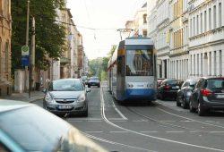 Linie 4 in der Arnoldstraße in Stötteritz. Foto: Ralf Julke