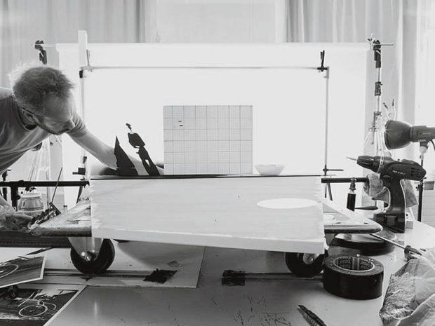 """Blick in die Werkstatt: Das Bild """"'Grand Prix A.C.F.' (by Jaques-Henri Lartigue. 1913)"""" nimmt Gestalt an. Foto: 2018 Jojakim Cortis and Adrian Sonderegger"""