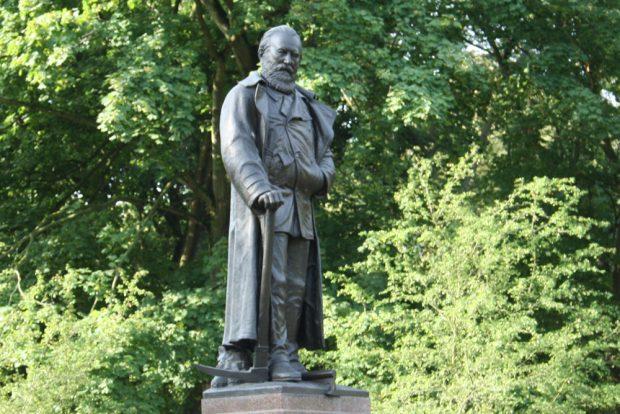 Carl-Heine-Denkmal an der Käthe-Kollwitz-Straße. Foto: Ralf Julke