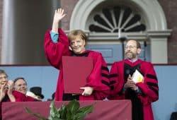 Angela Merkel bei der Verleihung der Ehrendoktorwürde in Harvard. Foto: Bundesregierung/ Bergmann