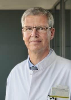 Er steht der deutschlandweiten Studie vor: Prof. Hubert Wirtz, Leiter der Abteilung für Pneumologie am Universitätsklinikum Leipzig. Foto: Stefan Straube / UKL