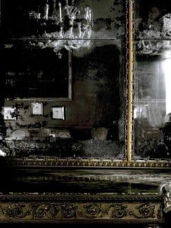 """Matthias Schaller, Lorenzo L., aus der Serie """"Leiermann"""" (2010–2018). Technik und Größe in der Ausstellung: Pigmentdruck, montiert auf Aluminium, 130 x 100 cm, Leihgabe aus Privatbesitz. Foto: Matthias Schaller, 2019"""
